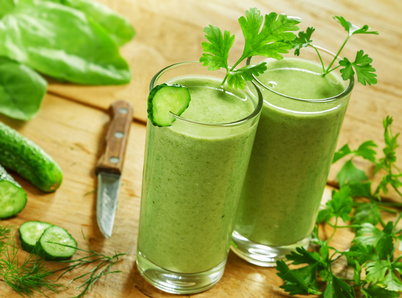 On prépare de plus en plus de smoothies verts. © derkien - Fotolia