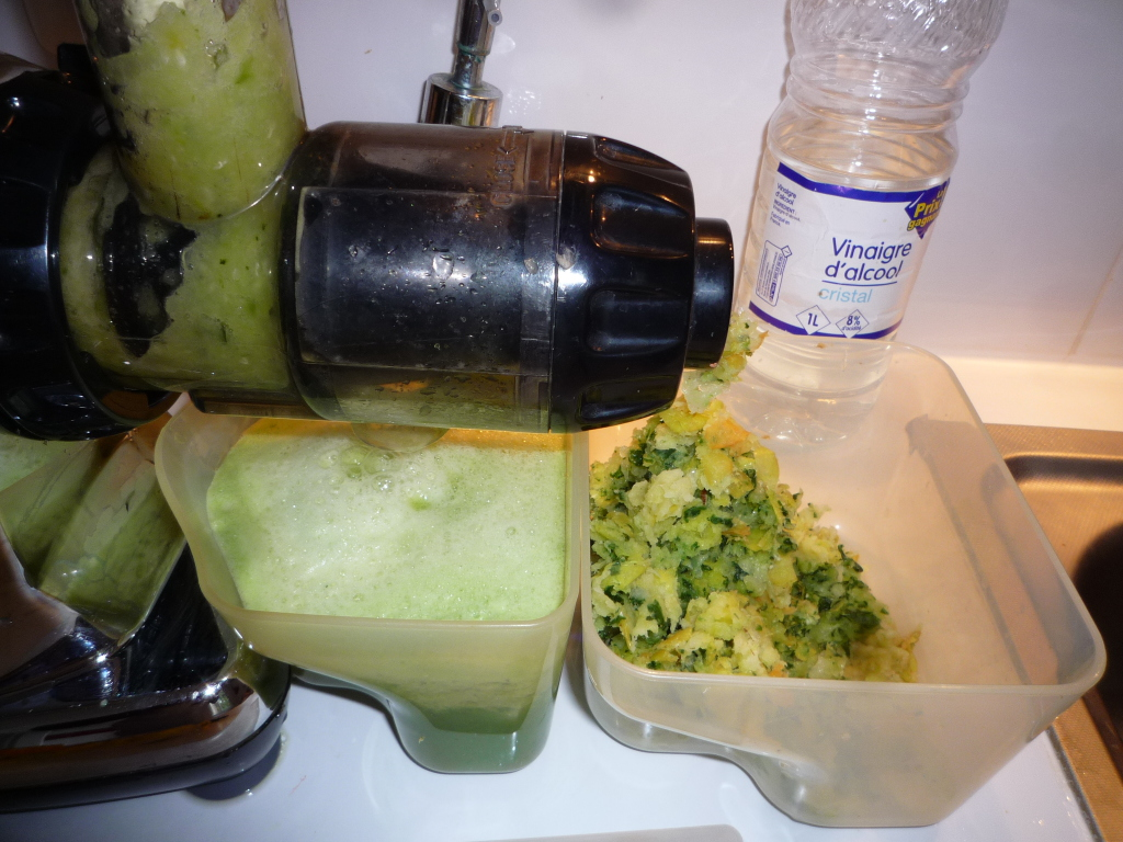 L'oméga est en route. J'ai laissé la bouteille de vinaigre en fond de l'image pour vous rappeler de ne pas oublier de nettoyer les fruits et légumes au vinaigre.