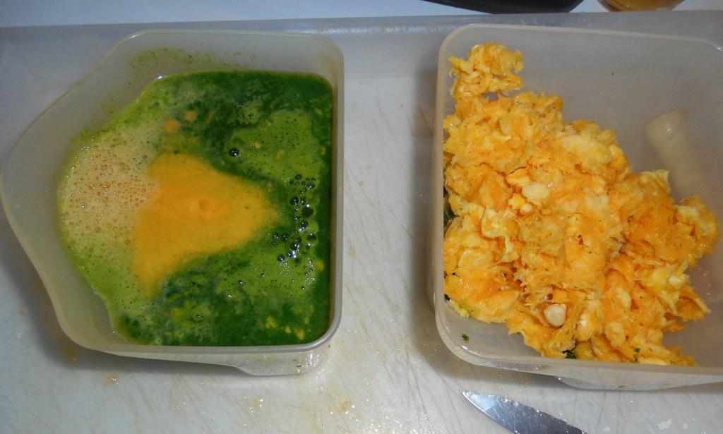 A gauche le jus de persil et d'orange, à droite la matière sèche