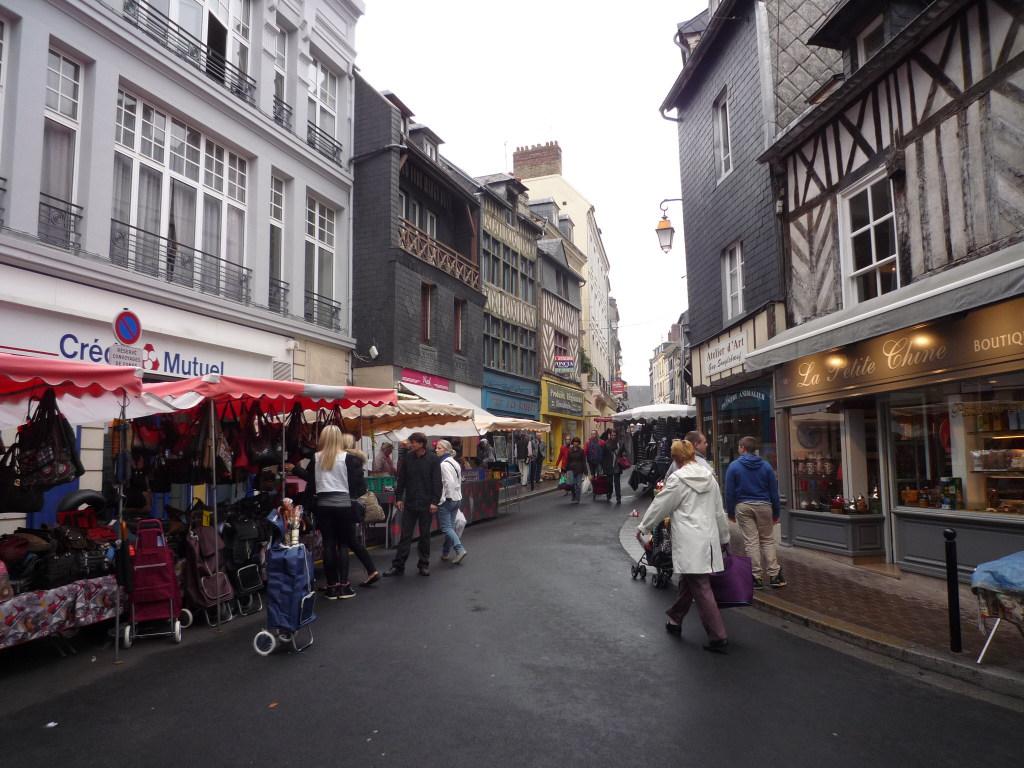 début rue du dauphin